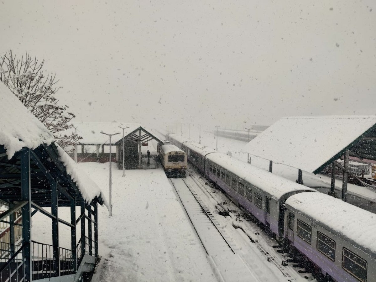 Jammu and Kashmir : Normalcy returns in valley as Train services resume