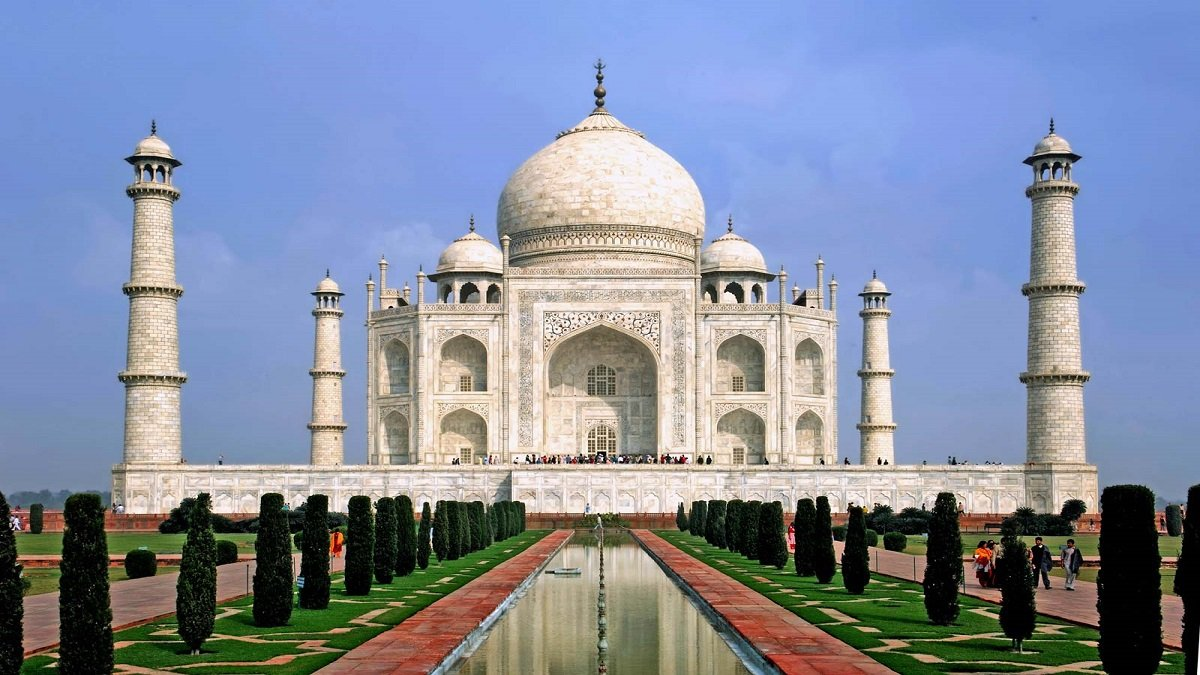 Possible Bomb Threat at Taj Mahal in Agra, tourists asked to evacuate the monument