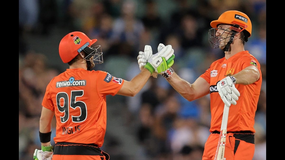 BBL 10: Mitchell Marsh and Andrew Tye guide Scorchers to emphatic 86-run win over Sydney Sixers