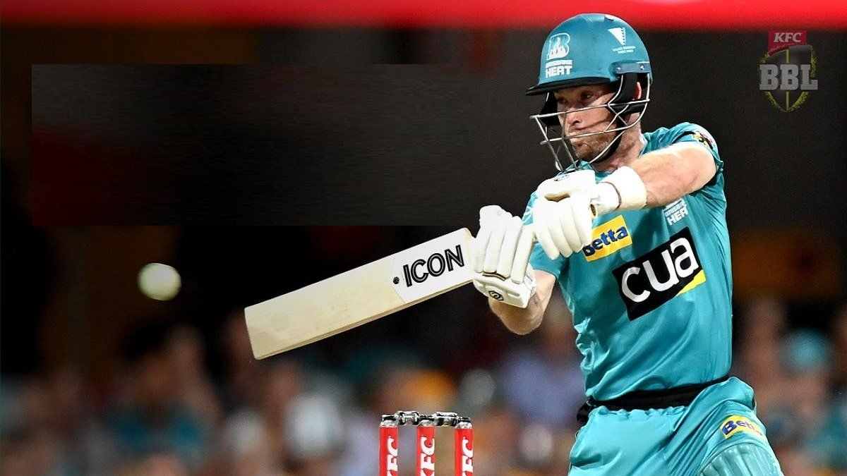 BBL 10: Peirson-Mujeeb pair falls short of clinching win for Strikers as Brisbane Heat pulled off a thriller