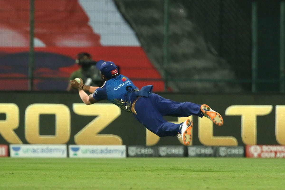 IPL 2020 Mumbai Indians vs Rajasthan Royals: Anukul Roy Takes Superman Catch in Today's Match, Watch