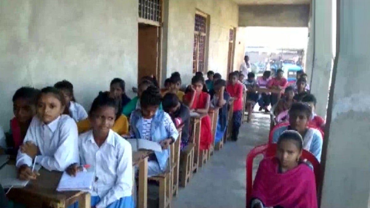Private School opened in Jalaun, UP, action against School Principal & Manager